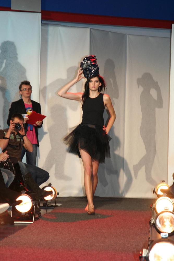 Pokaz mody studentów WST w budynku Telewizji TVS w Katowicach
