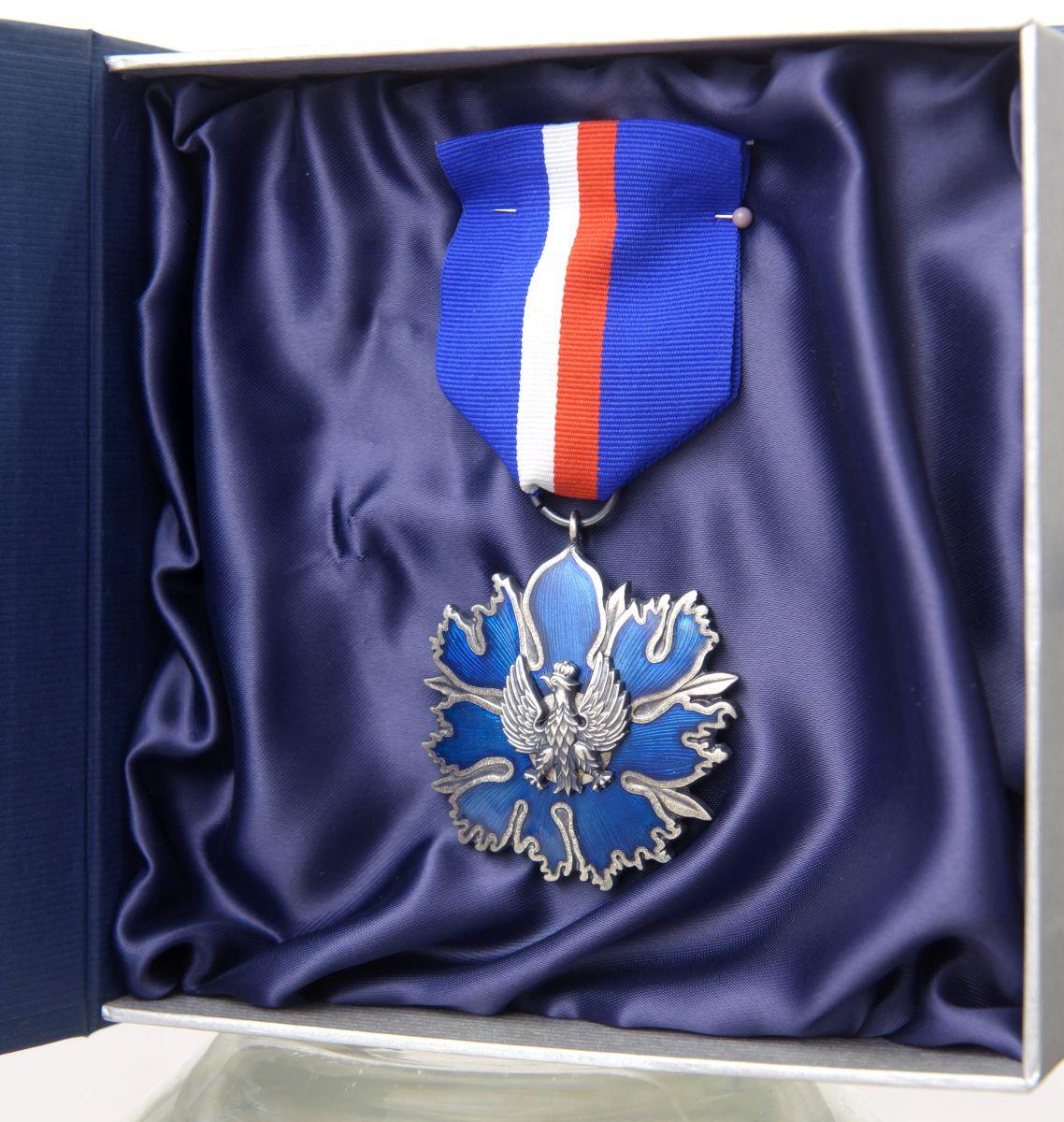 Srebrny medal zasłużony kulturze Gloria Artis