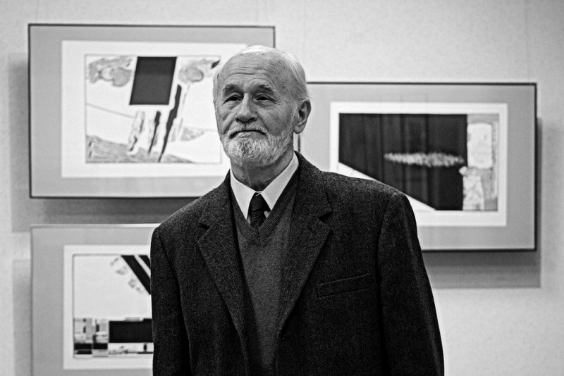 Z głębokim żalem zawiadamiamy o śmierci Prof.  Romana Staraka - profesor sztuk plastycznych.