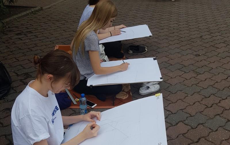 Plener rysunkowy studentów architektury w Chełmnie